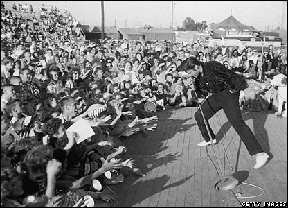 The King of Rock performing - Elvis pictures