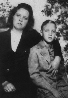 Early Elvis with mom Gladys