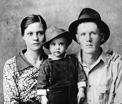 Young Elvis with mom Gladys and dad Vernon 1936